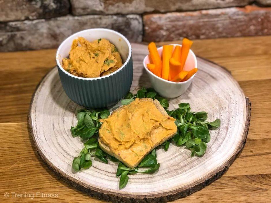 Surowe warzywa z hummusem